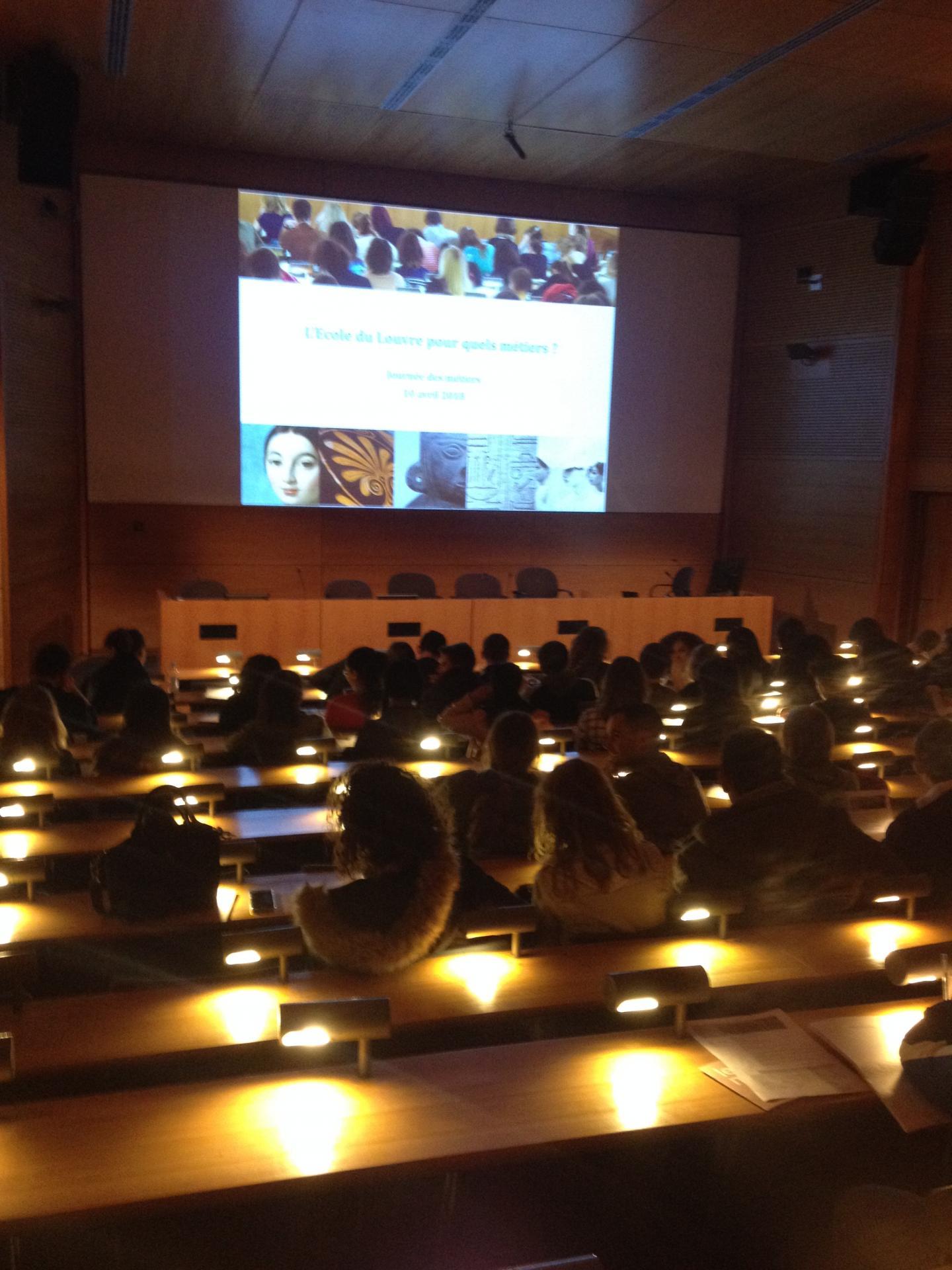 matinée inaugurale dans l'amphithéâtre de l'Ecole du Louvre